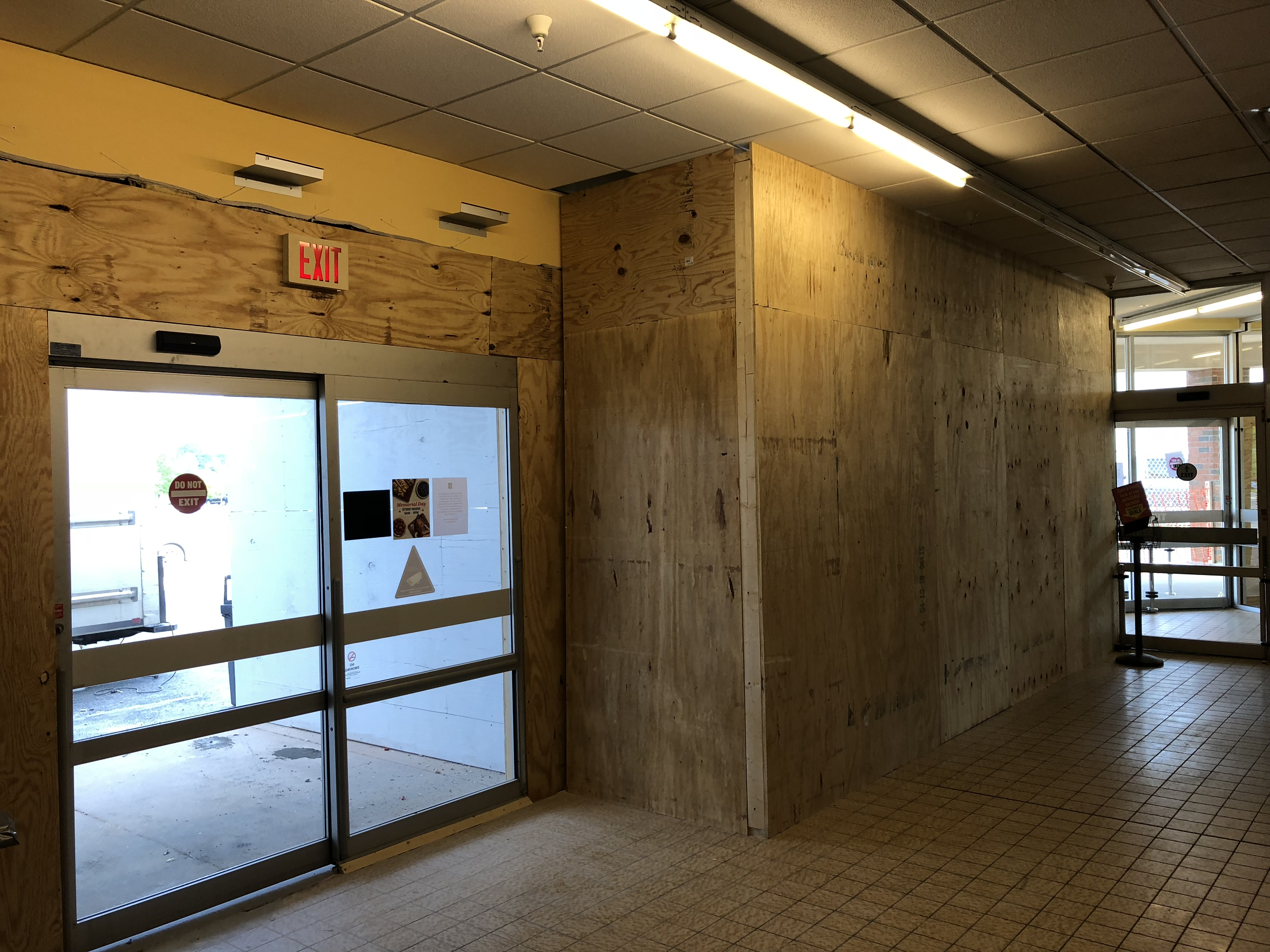 inside front door, supermarket, retail, commercial, grocery, commercial construction